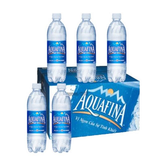 Giá nước Aquafina 500ml thùng 28 chai có giá 105.000đ/thùng