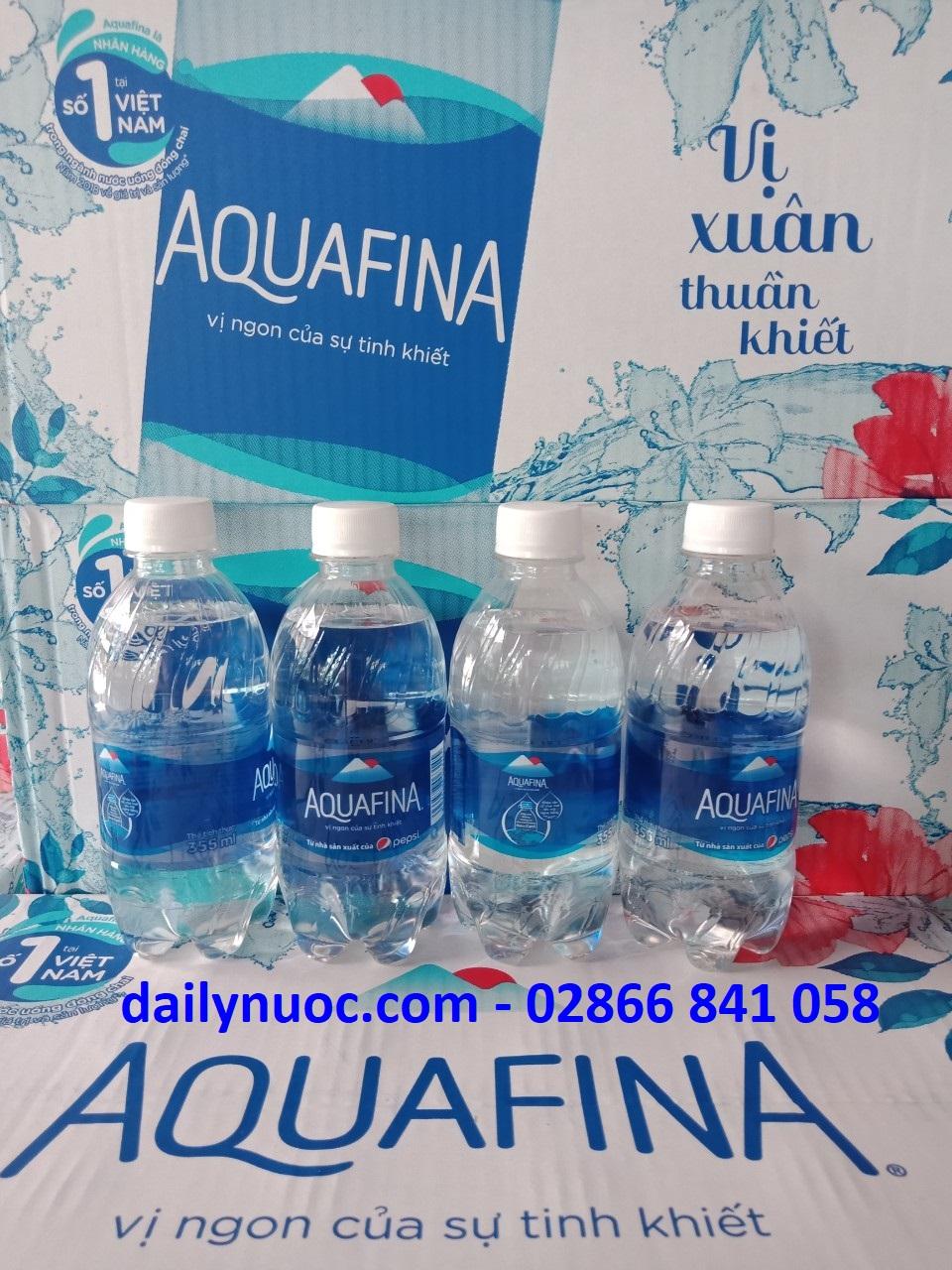Thùng nước Aquafina 355ml thùng 24 chai có giá 90.000đ/thùng