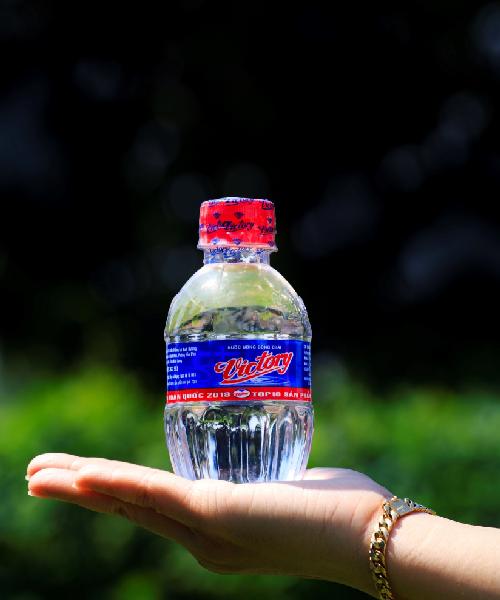 Nước suối Victoty đóng chai 250ml đem tới cho người tiêu dùng tiện lợi